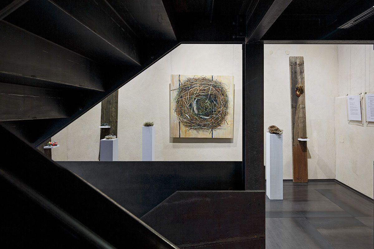 Raum mit einer Kunstausstellung