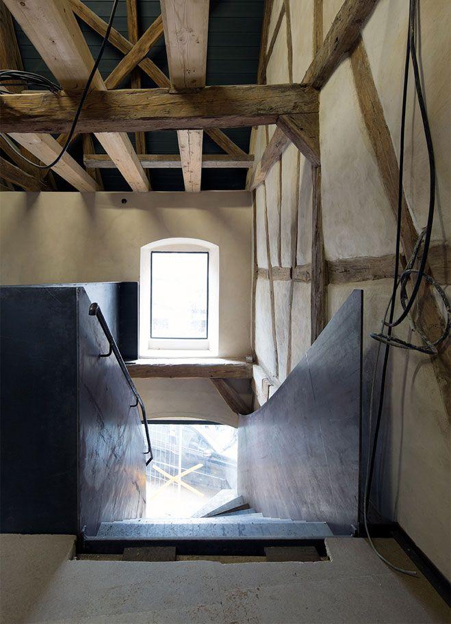 Stahltreppe in Fachwerkhaus